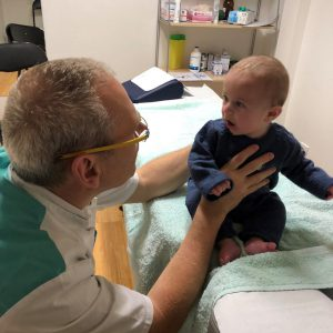 Kinésithérapie du torticolis du nourrisson
